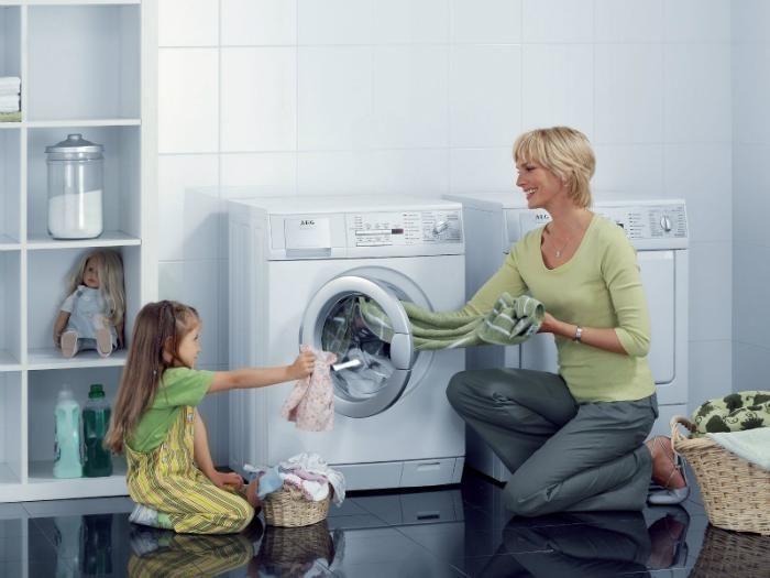 1. Baca instruksi atau petunjuk cara pemakaian mesin cuci kamu