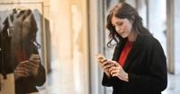 Kebiasaan Baca Chat Suami Orang Lain, Ini Artinya