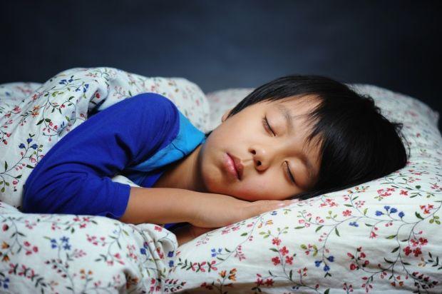 Mengenal Metode Ferber, Cara Melatih Anak Tidur Sendiri