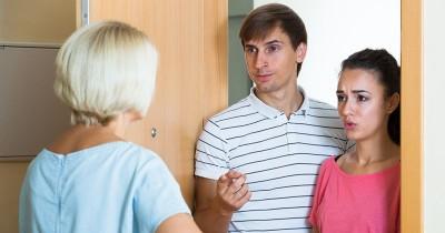 5 Cara Cerdas Mengatasi Suami Tipe Anak Mami