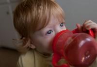 4. Gelas khusus sesuai kemampuan oromotor bayi