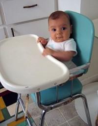 5. High chair membantu posisi duduk bayi saat makan