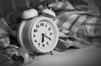 1. Bangun pagi tepat waktu, belajar menghargai waktu