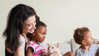 7. Membantu orang tua, bisa menumbuhkan empati sifat baik
