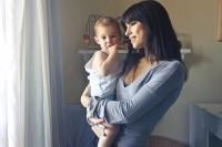Inilah 5 Cara Menggendong Bayi Benar