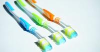 5. Pilih sikat gigi benar