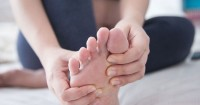 6. Nyeri atau bengkak kaki betis