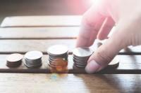 1. Mengenalkan konsep uang