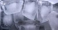 3. Mengompres bongkahan kecil es batu