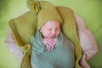 4. Bantal membuat tubuh bayi lemas