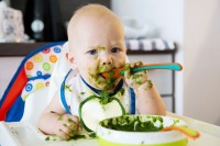 2. Sering menolak makanan cair