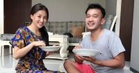 6. Makan lesehan bersama suami
