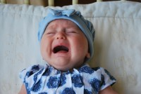 5. Bayi cenderung lebih rewel saat mata kena cahaya