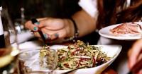 2. Perhatikan porsi saat makan