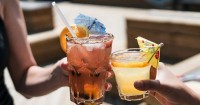 2. Batasi minuman berkafein alkohol