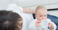 Perkembangan Bayi Usia 7 Bulan 1 Minggu: Yuk, Bikin si Kecil Suka Buku