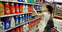1. Pilih deterjen khusus baju bayi atau deterjen cair