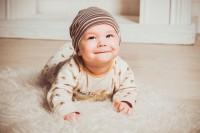 2. Lagu bersemangat membuat bayi lebih ceria
