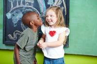 5. Anak sudah bisa berinteraksi anak lain