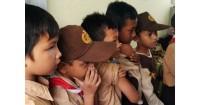 Foto Lucu Anak-Anak SD Saat Suntik Imunisasi Difteri