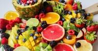 1. Suguhkan berbagai jenis buah