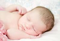 3 Langkah Penting Membersihkan Kerak Kepala Bayi