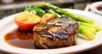 2. Siapkan makanan spesial