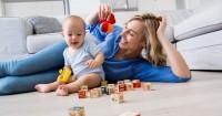 Kehidupan Orangtua Membiasakan Bayi Bersosialiasi Orang Lain