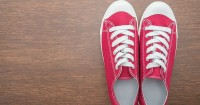 5. Cari sepatu alas tidak licin