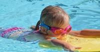 Penting Kenali 5 Cara Mengajari Anak Berenang agar Tetap Aman