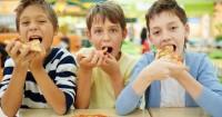 2. Berkomunikasi setelah kenyang
