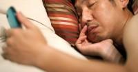 6. Posel menjadi teman tidurnya