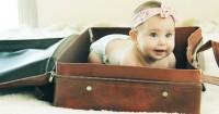 7 Daftar Perlengkapan Bayi Wajib Mama Bawa Saat Pergi Liburan