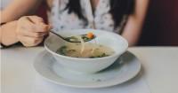 1. Makan dalam porsi sedikit