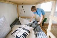 1. Membersihkan kamar tidur