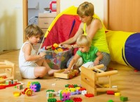 2. Merapikan mainan