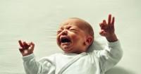2. Memperkenalkan suara tangisan bayi