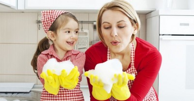 Seru! Ajak Anak Melakukan 7 Jenis Pekerjaan Rumah Tangga Berikut Ini