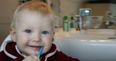 ini 4 Tips Memilih Sikat Gigi Pertama si Kecil