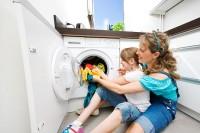 3. Mencuci baju