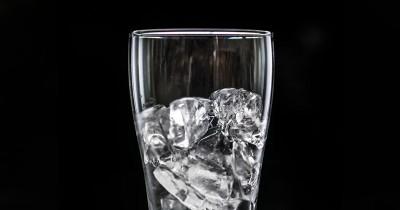 Pantangan Minum Air Es Ibu Hamil Tua, Mitos atau Fakta