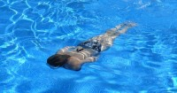 1. Berenang menjadi aktivitas menyenangkan