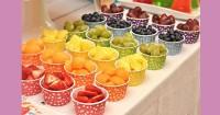 1. Menyusun makanan sesuai warna
