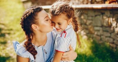 5 Cara agar Anak Pu Rasa Peduli Orang Lain