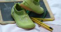 5. Bersihkan sepatu bijak