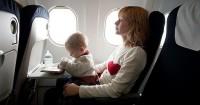 5. Memangku bayi pesawat