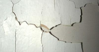 Tips Mudah Mengecat Ulang Tembok Rumah Terkelupas Akibat Cuaca