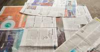 2. Pasang terpal atau koran bekas sebagai alas
