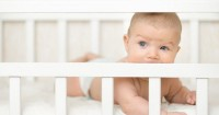Tips agar Bayi Tidak Menggigiti Tepian Tempat Tidurnya