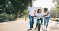 5. Mengajak anak berolahraga